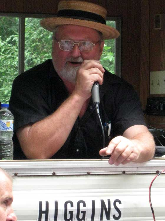 auction-3-auctioneer-dale-higgins.jpg